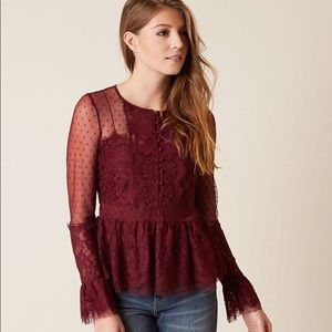 ROMEO + JULIET COUTURE NWOT M BURGUNDY LACE TOP